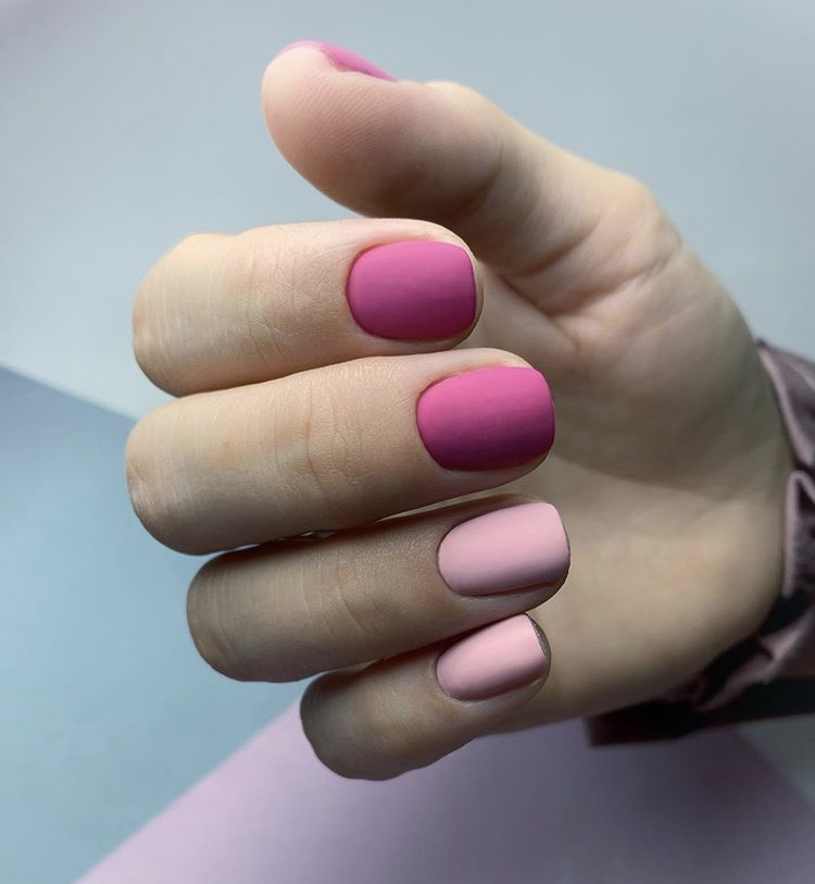 Simple matte pink short nails