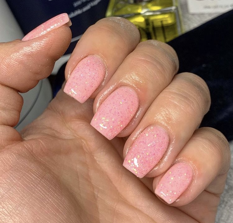 Pink shiny acrylic short nails