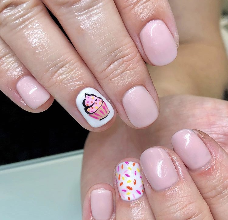 Pink and white gel short nails