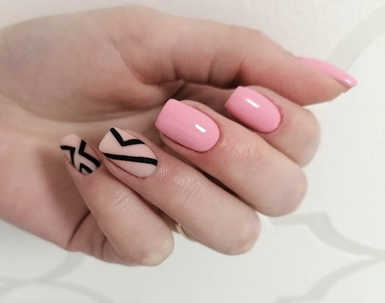 Pink gel and nude matte short nails