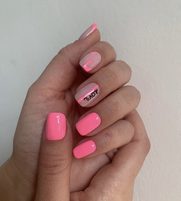 Pink transparent short creative design nails