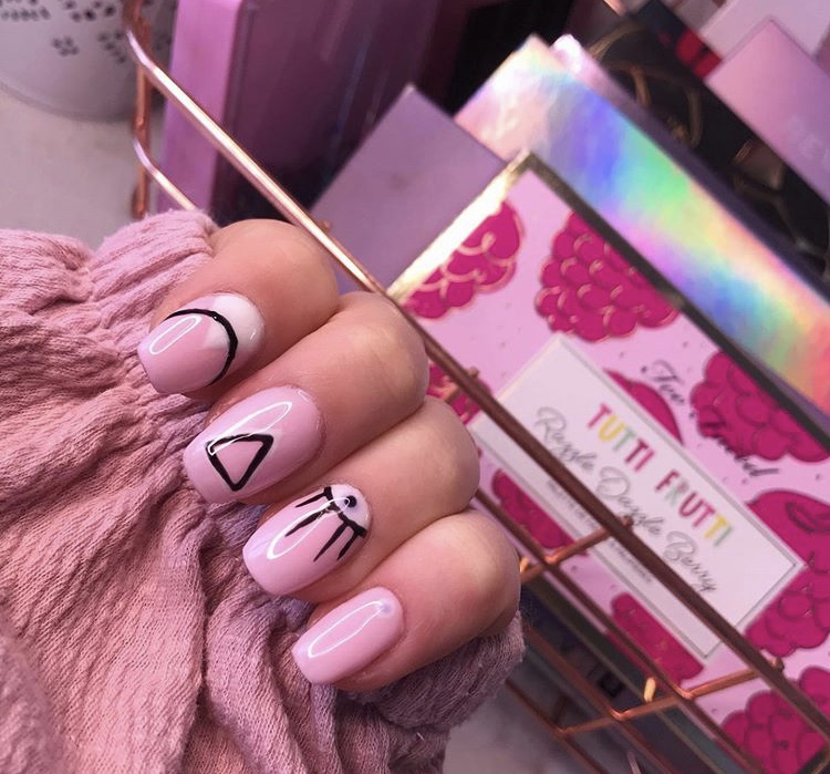 Pink geometric short acrylic nails