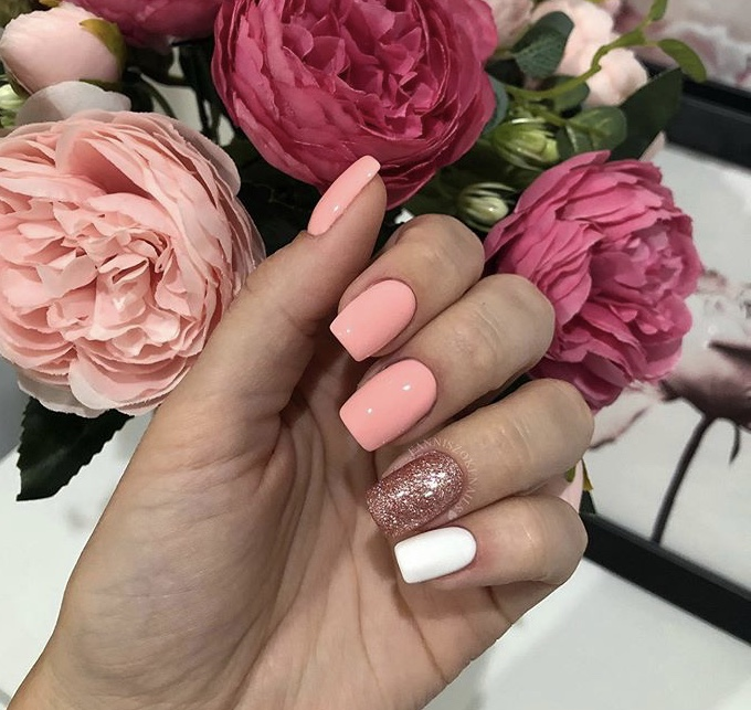 Short Acrylic Pink Nails With White