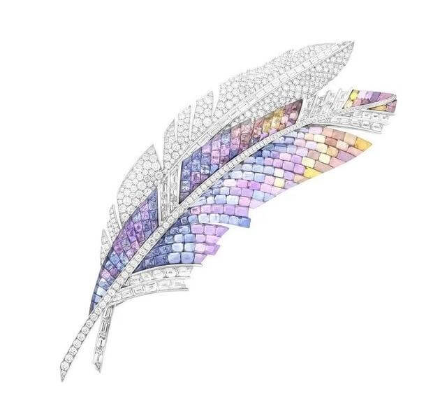 The perfect combination of feather and jewelry design