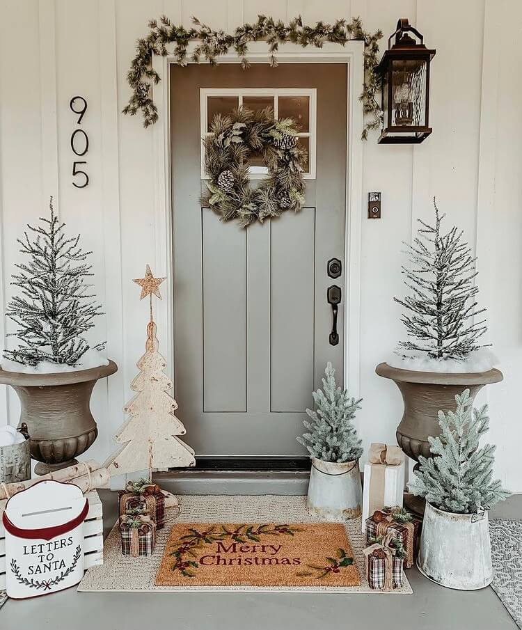 If you want to impress your guests at Christmas, Christmas porch decoration is the most important part. Check out these gorgeous and simple design ideas and get inspired. #Christmasdecoration