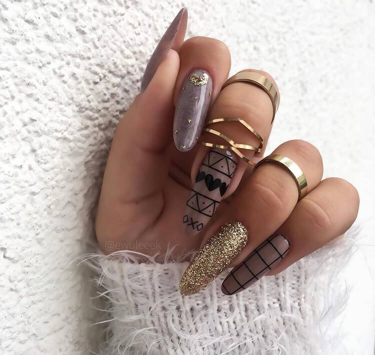 Looking for the trendy winter nails this year? Check out these design ideas and you will be inspired by them.