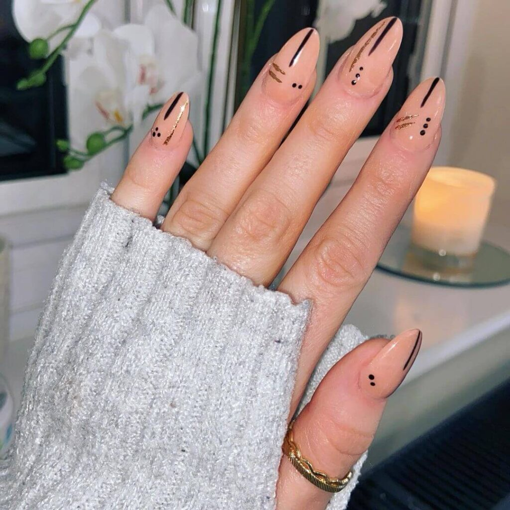 Minimalist almond nails
