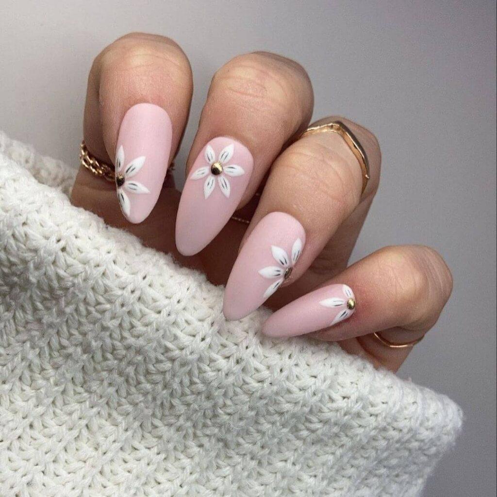 Eye-catching flower nails