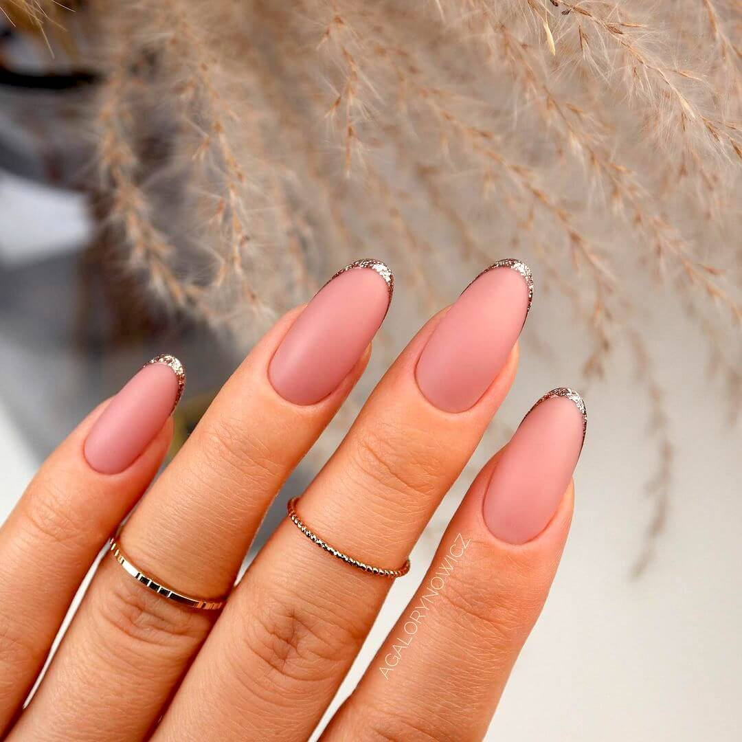 Minimalist golden French nail