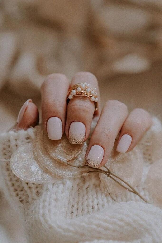 Glitter minimal square nails