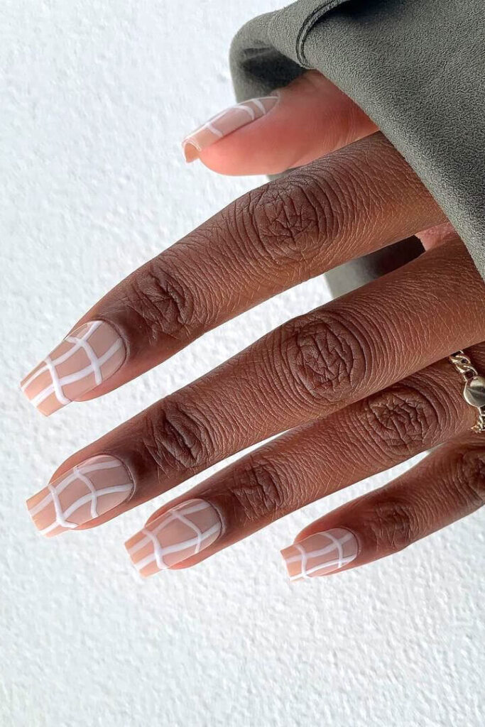 Swirling Grid square nails