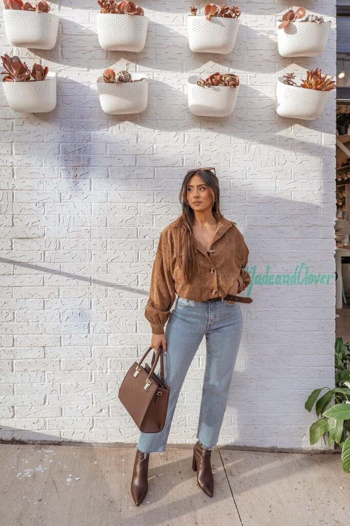 Casual light colors and white mom jeans