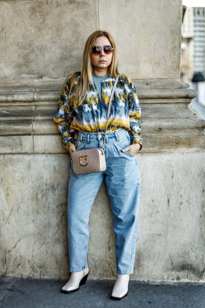 Comfortable baggy mom jeans