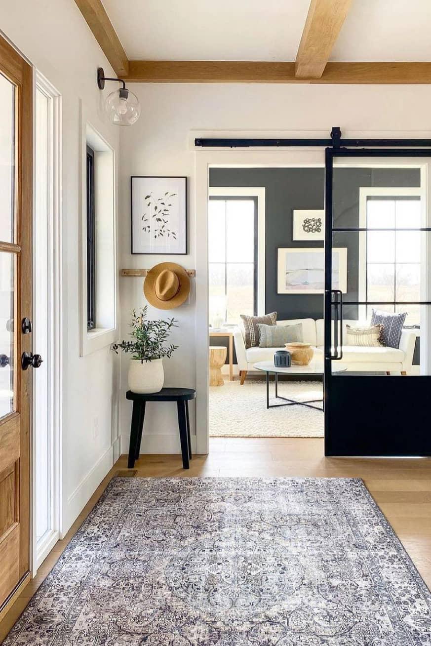 Mini entryway decor