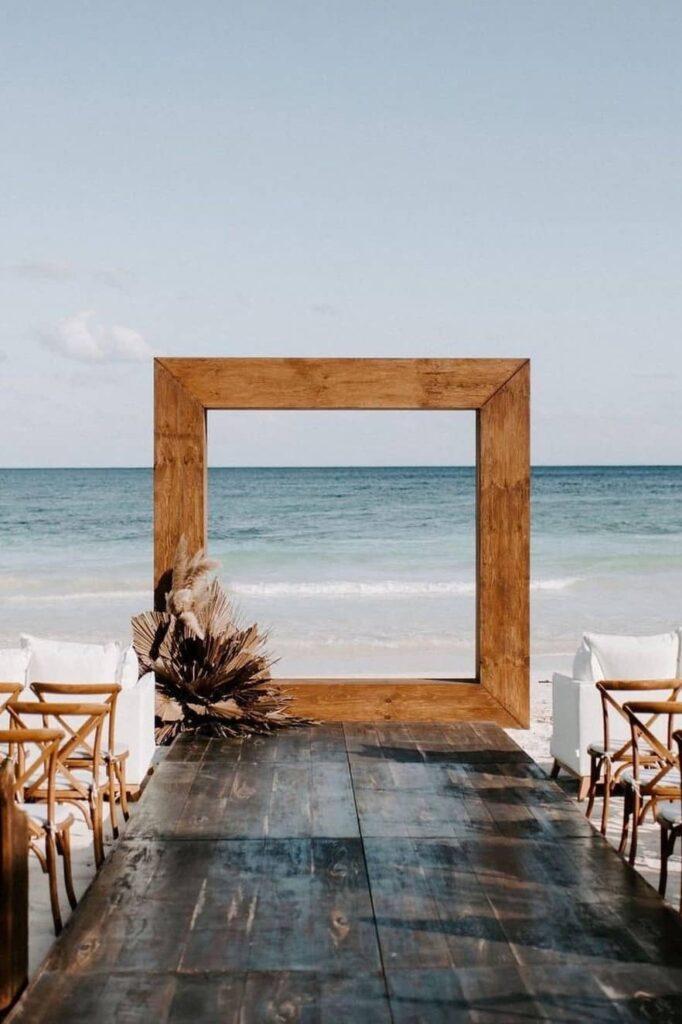 Modern and minimalist beach wedding
