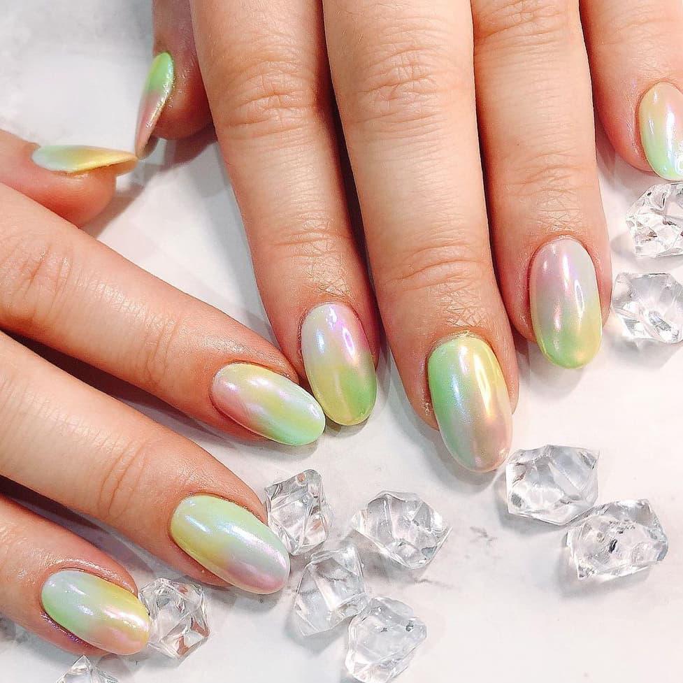 Gradient chrome nails