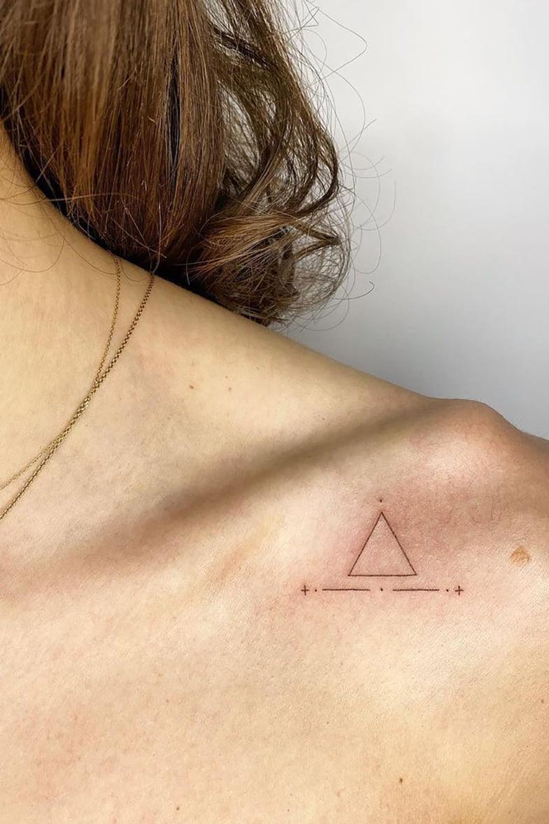 Geometric collarbone tattoo