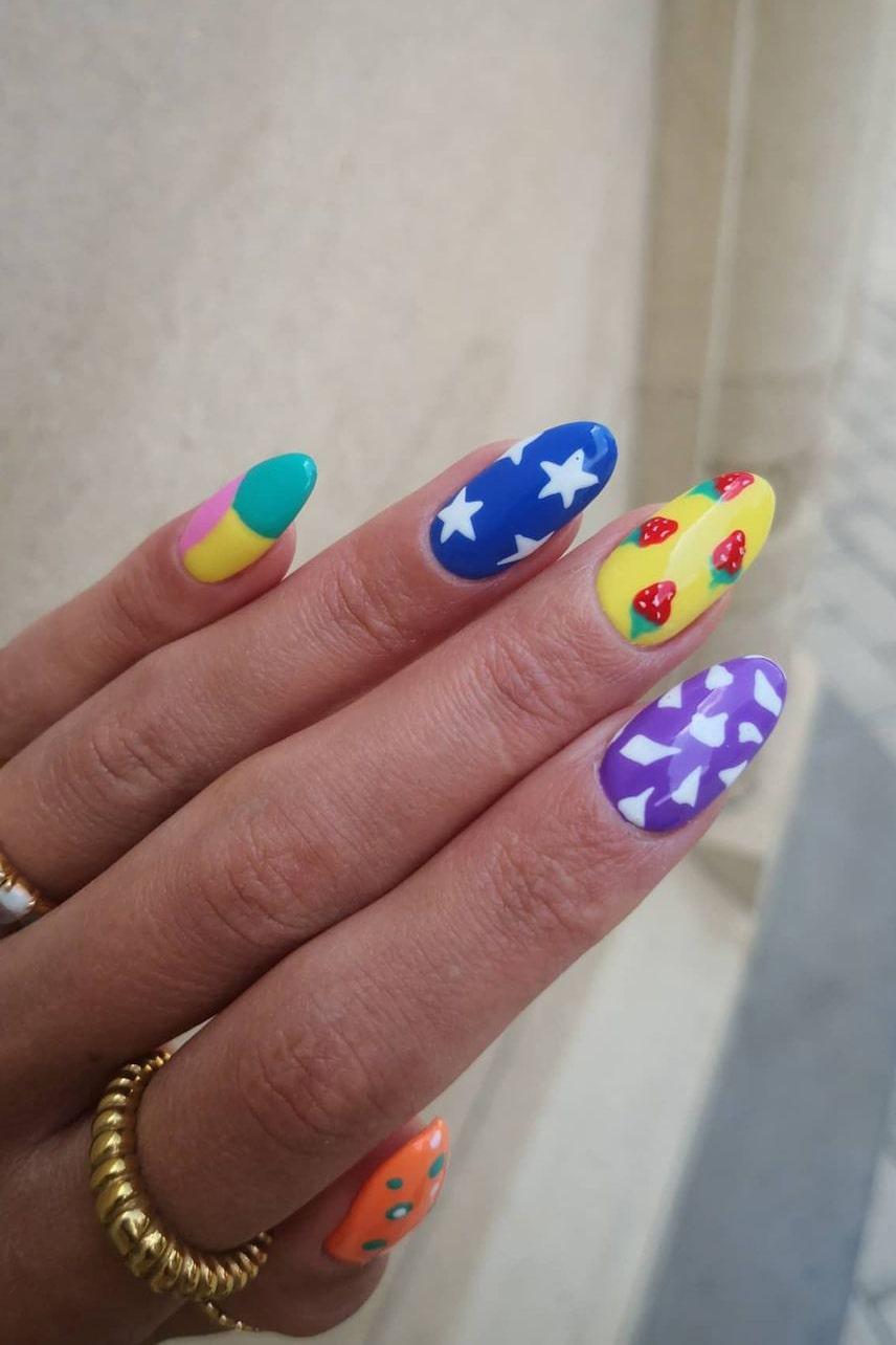 Mixed rainbow nails