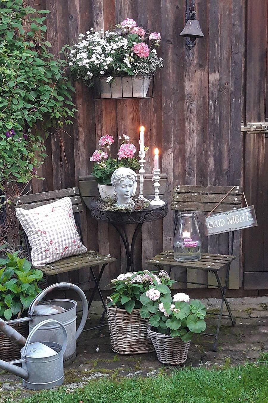Rustic backyard decoration