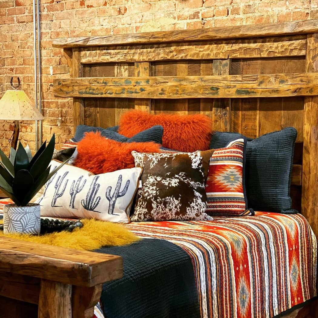 Lively atmosphere and rustic decoration