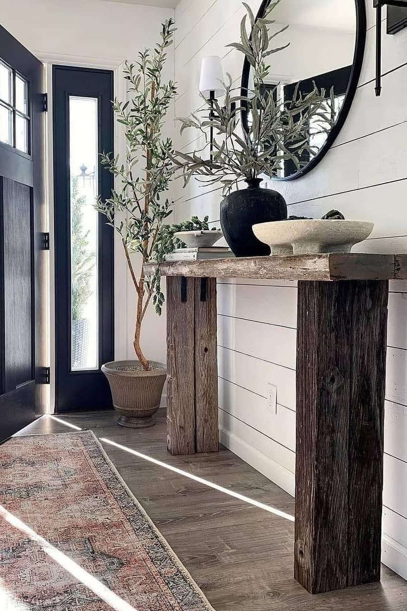 Rustic home entrance decoration