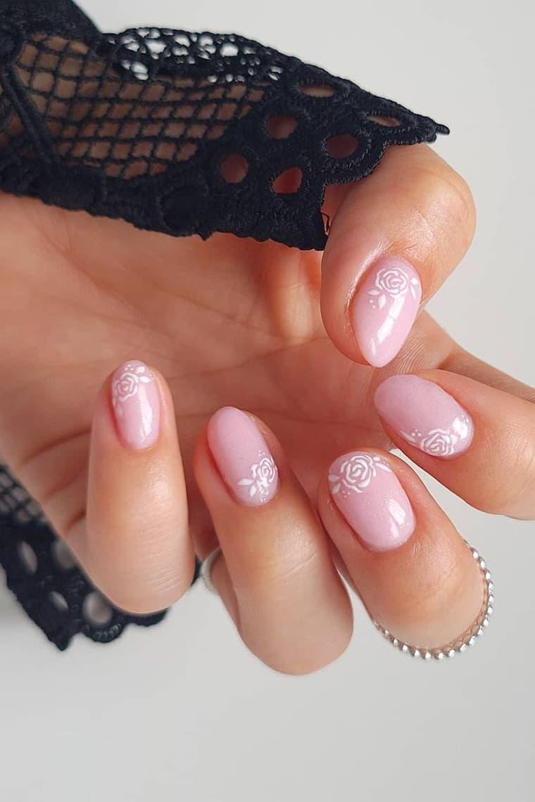 Minimalist short rose nails