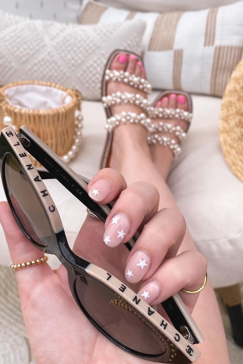 Trendy star oval nails