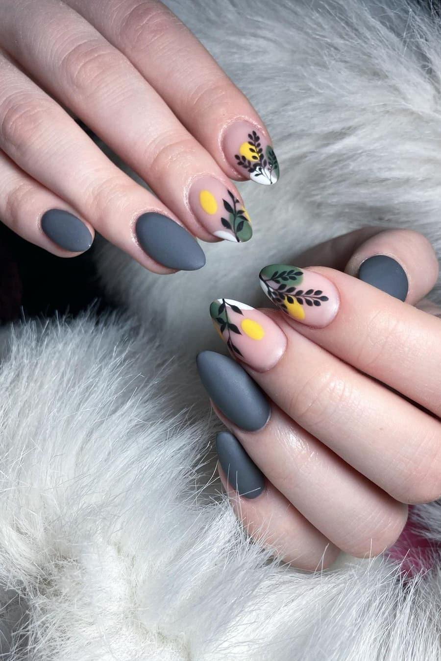 Elegant gray nails
