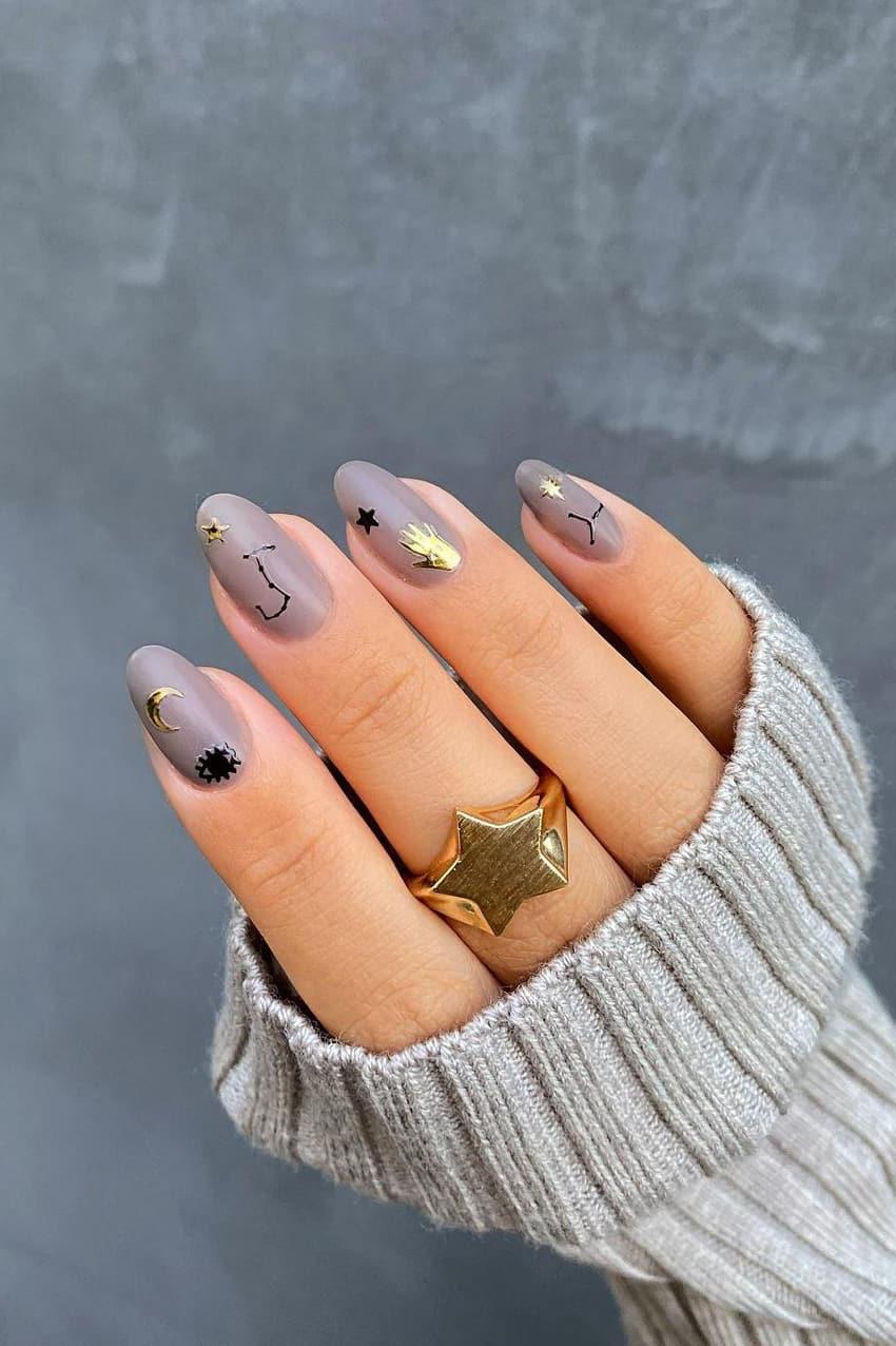 Golden-gray nails