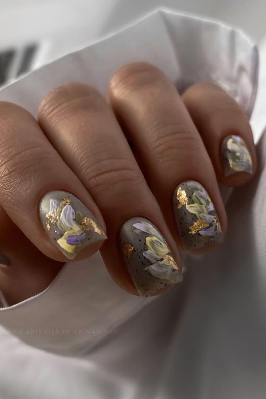 Gorgeous gray nails