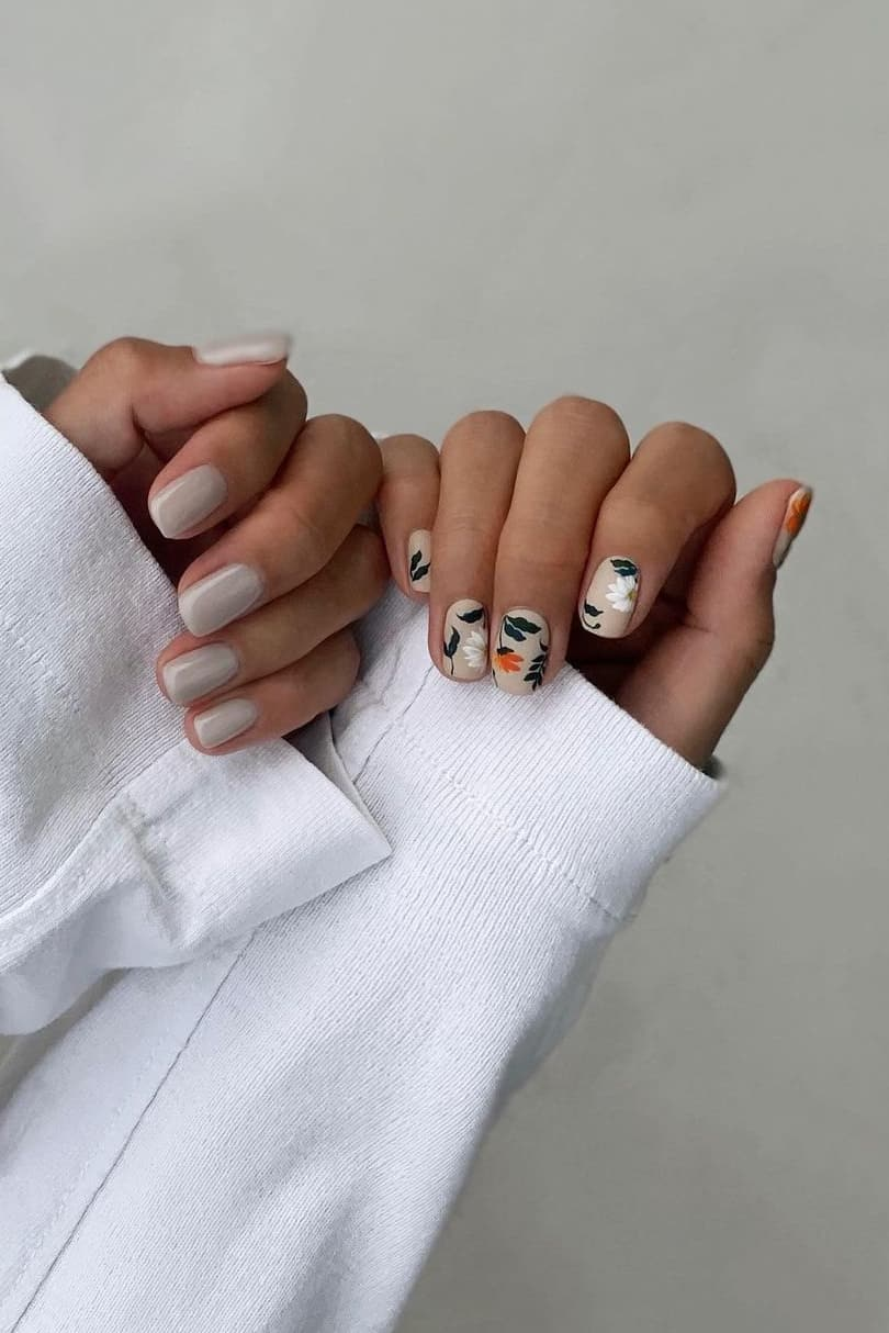 Gray and beige nails