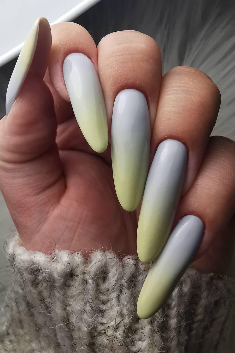 Gray gradient nails