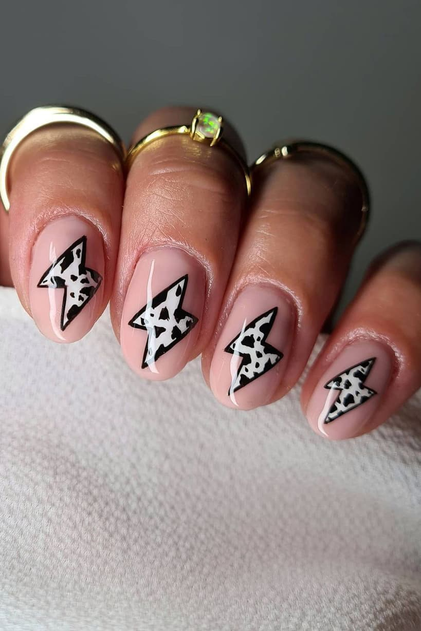 Lightning black and white nails