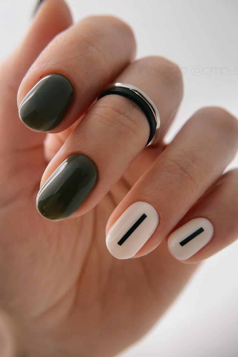 Minimalist black and white short nails