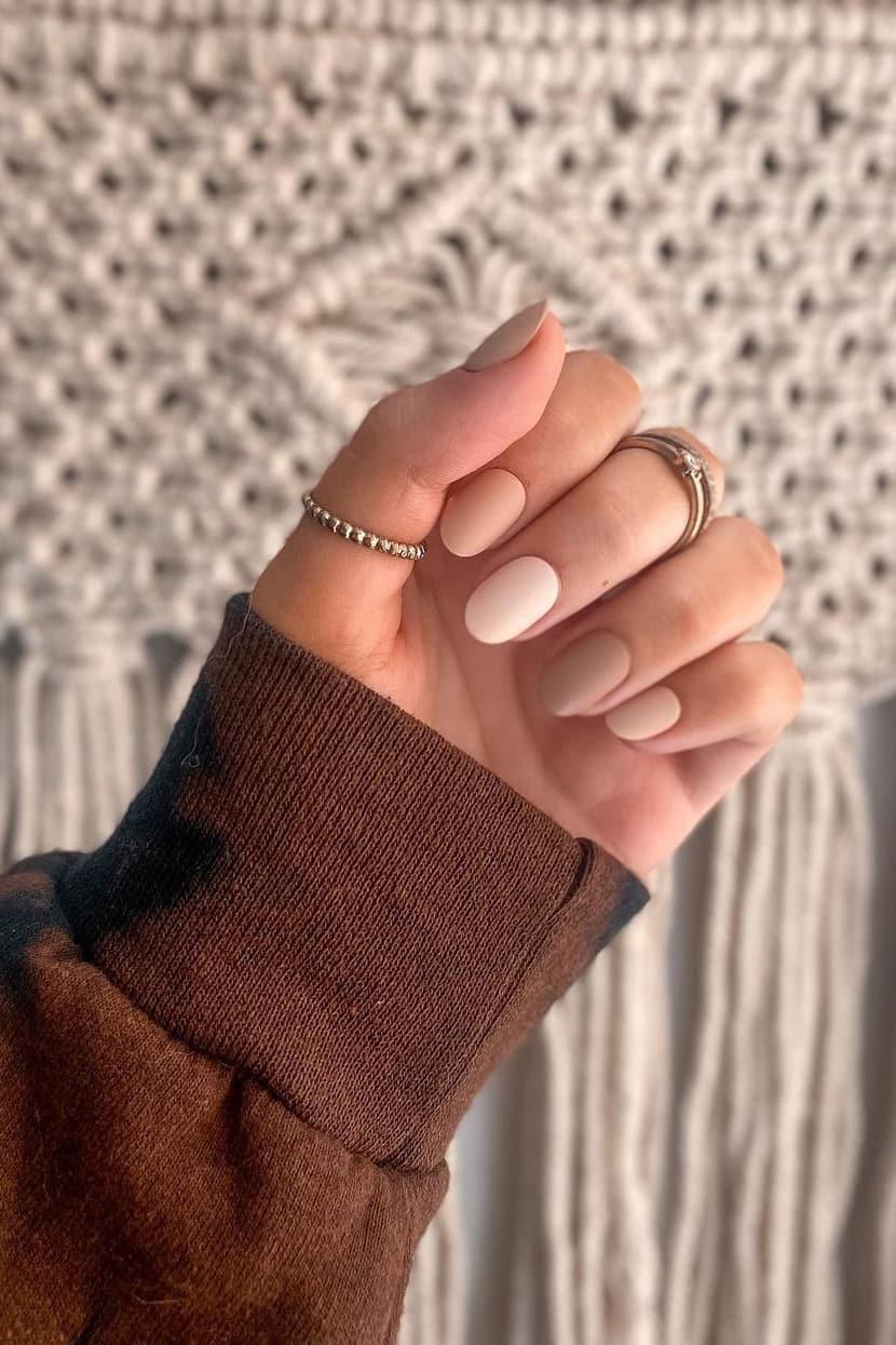 Neutral autumn nails