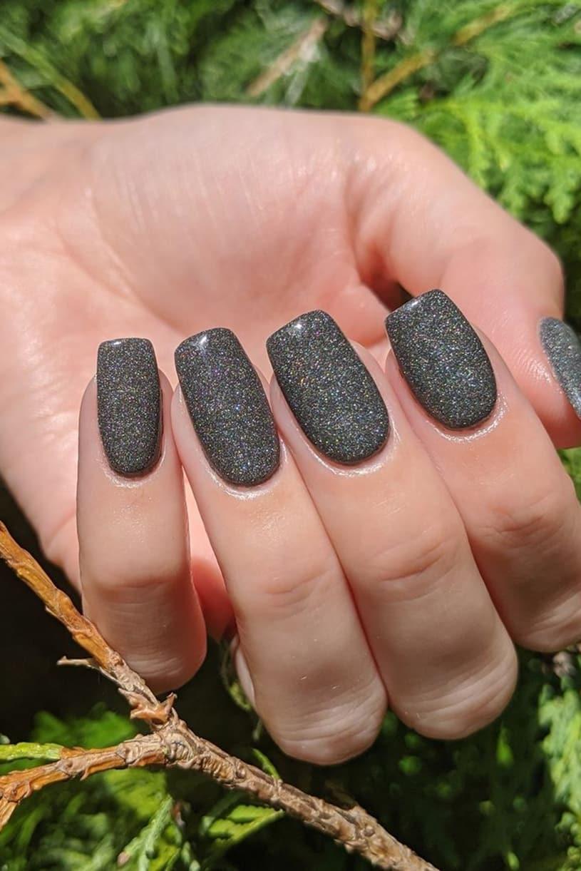 Shiny dark gray nails