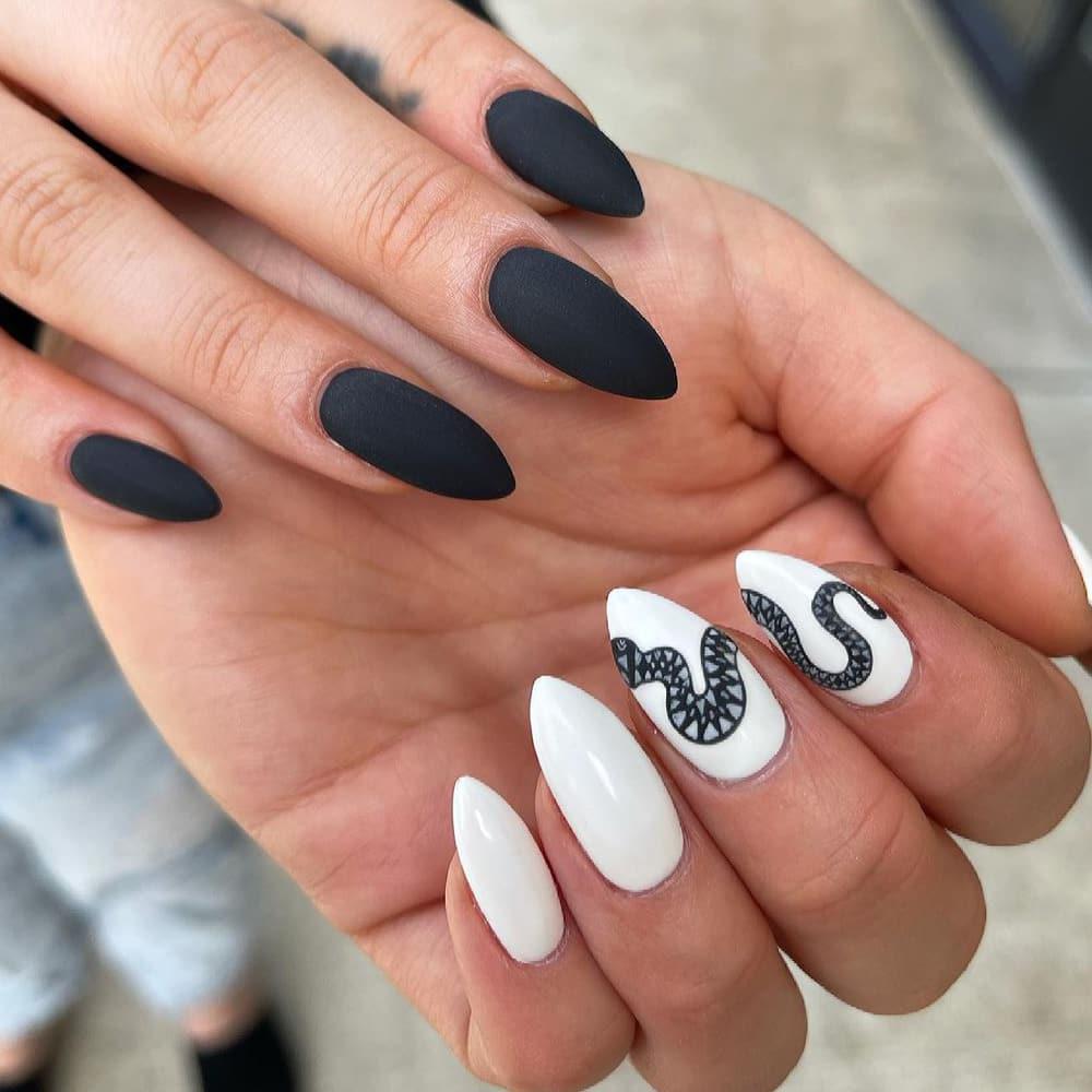 Snake black and white nails