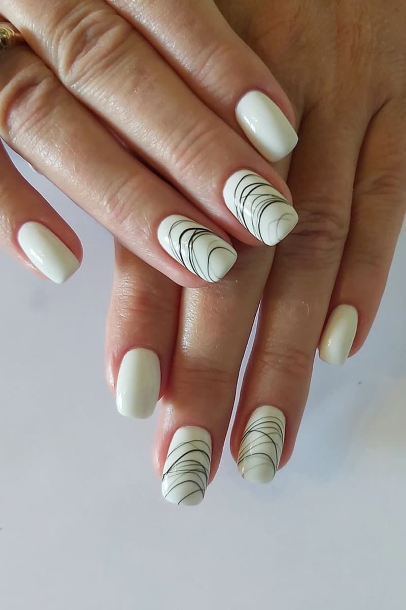 Thin line black and white nails