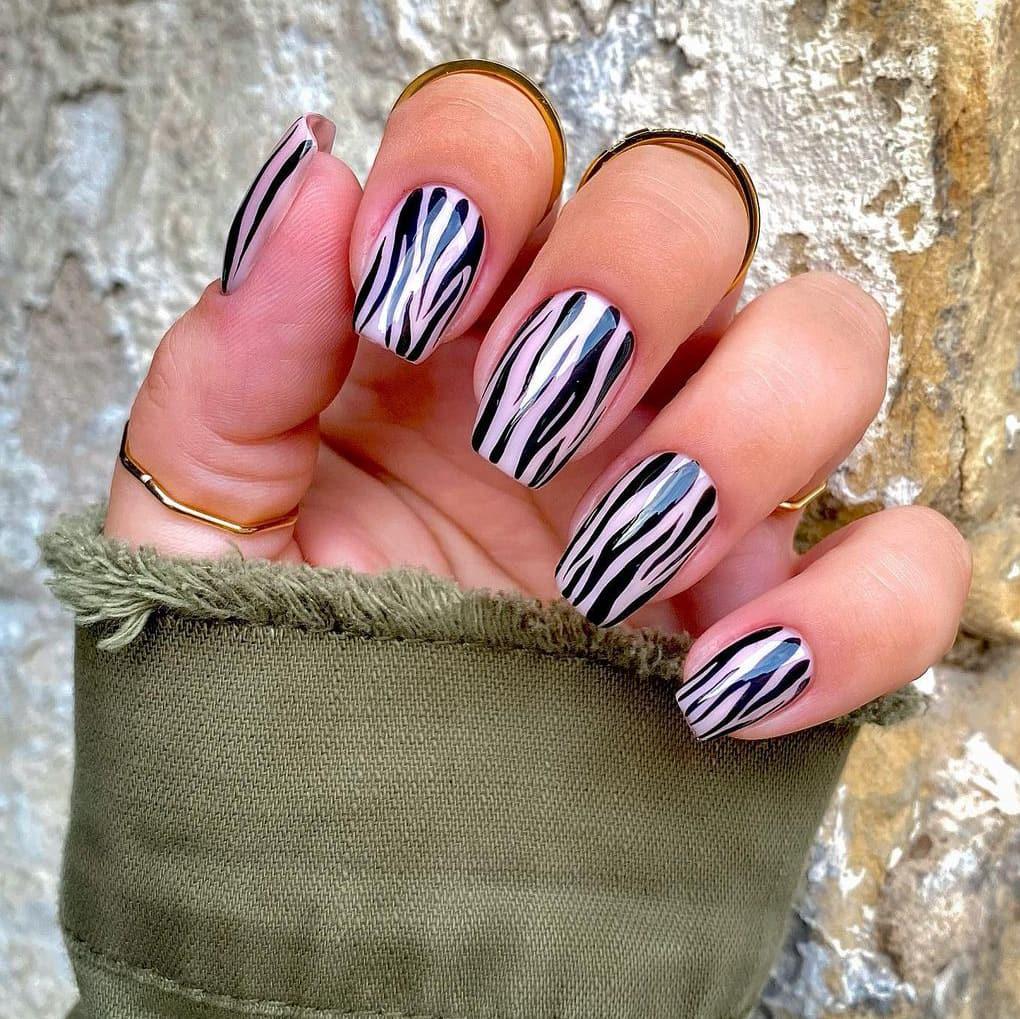 Tree pattern autumn nails