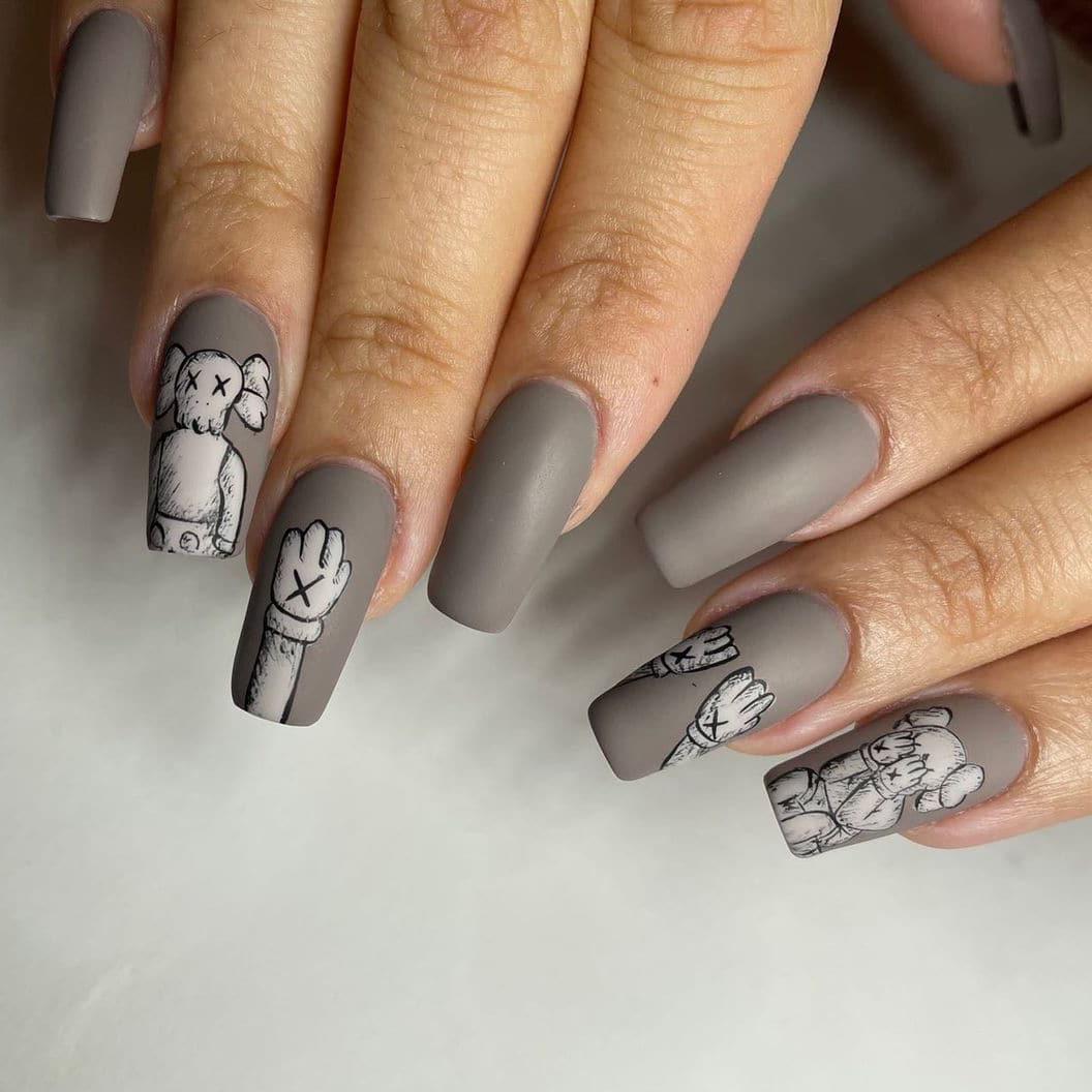 Trendy gray nails