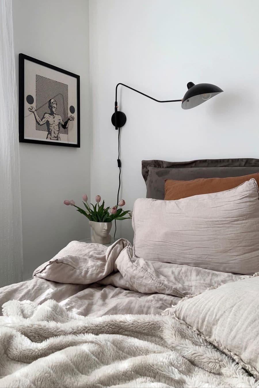 Wall bedside lamp