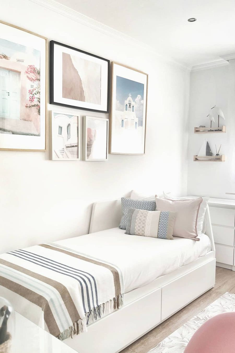 Wall decoration of small bedroom