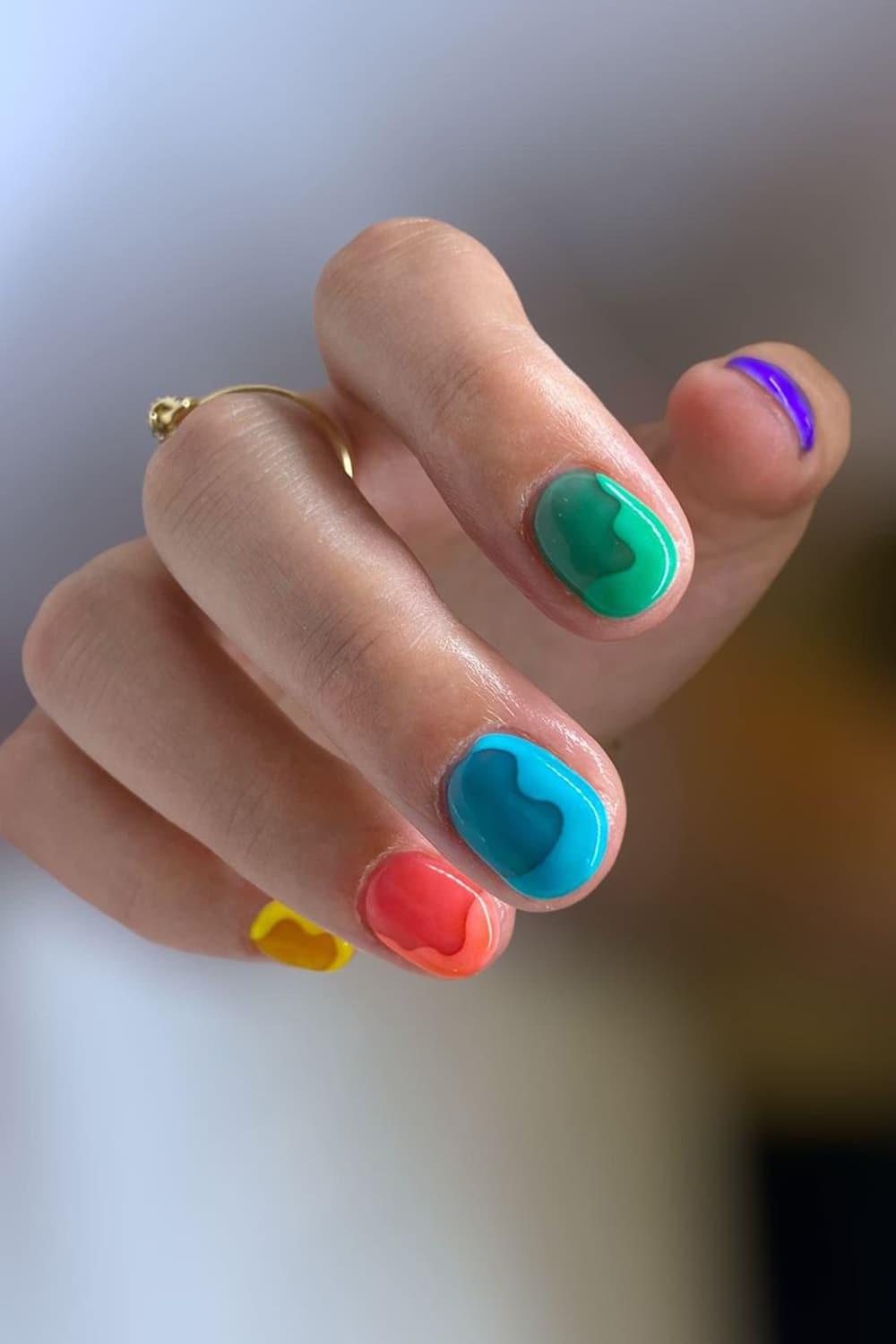 Fun jelly short nails