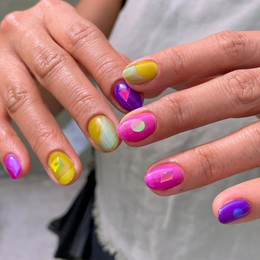 Geometric jelly nails