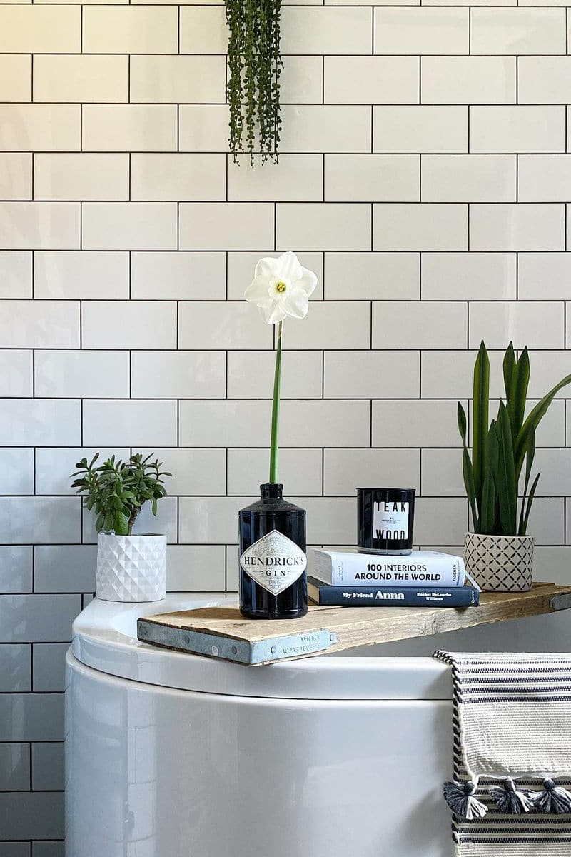Mini flowers for small bathrooms