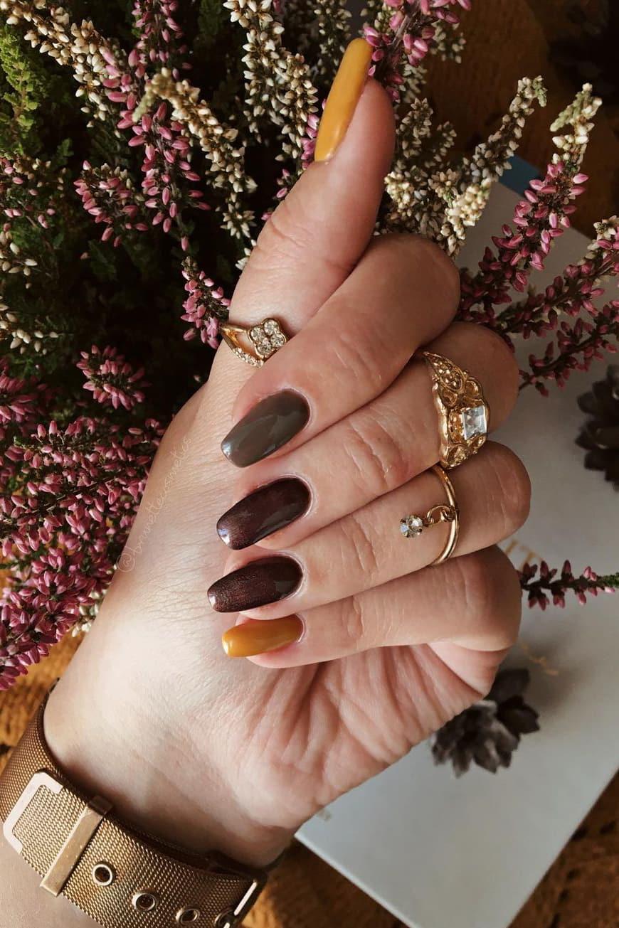 Autumn brown nails