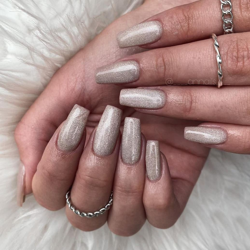 Cat eye brown nails