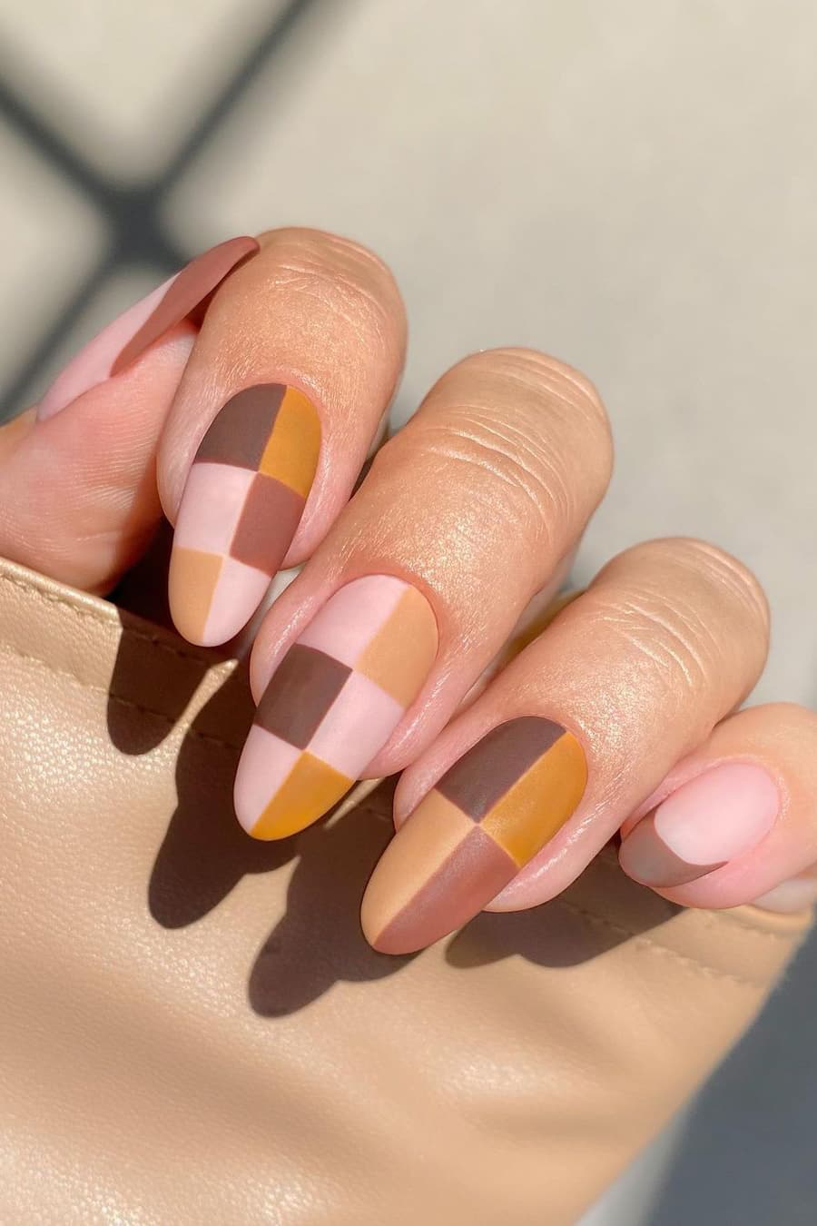 Checkerboard brown nails