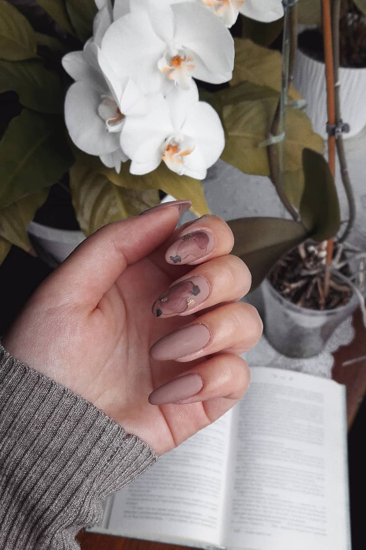 Elegant floral brown nails