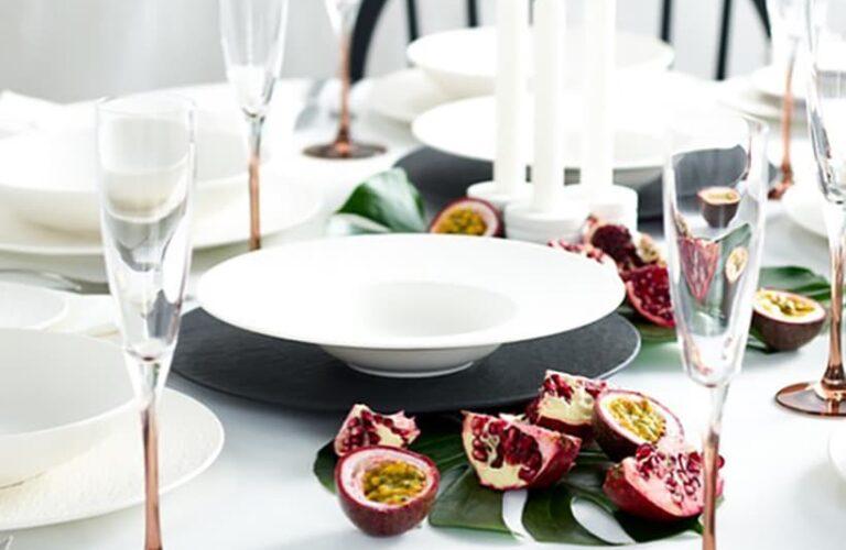 25 Beautiful & Simple Christmas Table Setting Ideas